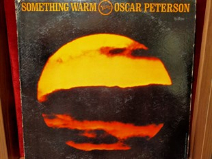 Oscar Peterson ‎– Something Warm