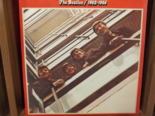 THE BEATLES - RED ALBUM (1962/1966)